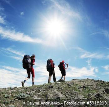 Gemeinsam mit Freunden wandern